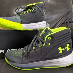 Under Armour 5Y New basketball shoes